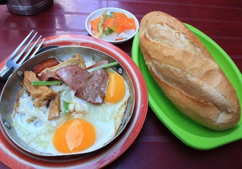 3 cửa hàng bánh mì lâu năm ở Sài Gòn