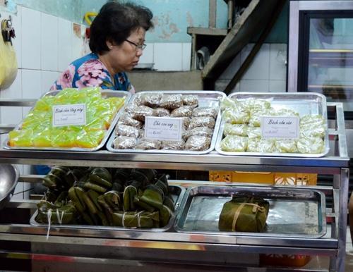 Ẩm thực dân dã phố Đinh Liệt