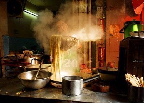 Ẩm thực đường phố không thể thiếu bánh mì Việt Nam