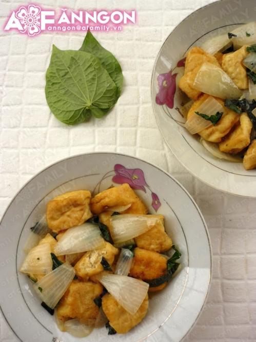 Ăn chay ngon với món đậu phụ xào lá lốt