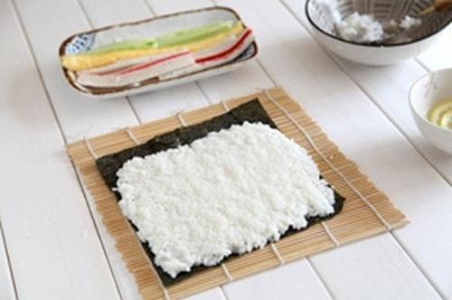 Ăn trưa ngon với món cơm cuộn siêu đẹp mắt