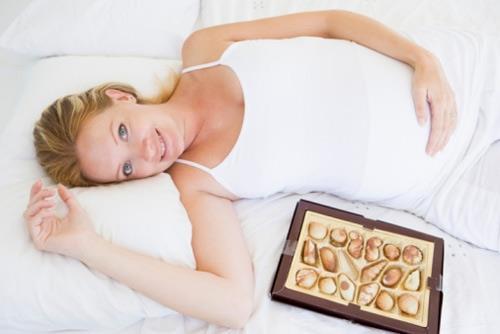 Bà bầu ăn chocolate có an toàn?