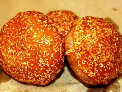 Bánh cam, quà quê nơi phố thị