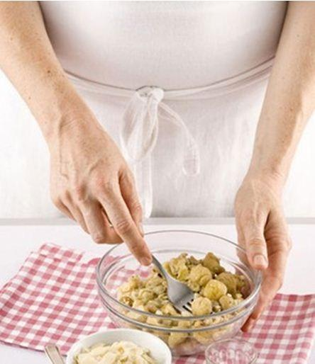 Bánh cuộn hạt dẻ thơm bùi hấp dẫn