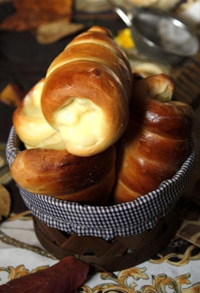 Bánh mỳ ốc quế nhân kem
