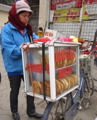 Bánh tiêu Sài Gòn hút hồn giới trẻ Hà Thành
