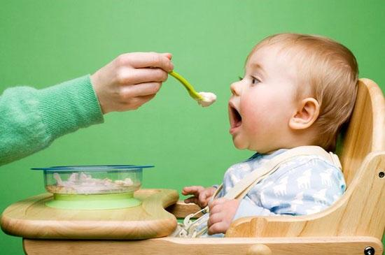 Bổ sung dầu ăn cho trẻ như thế nào?