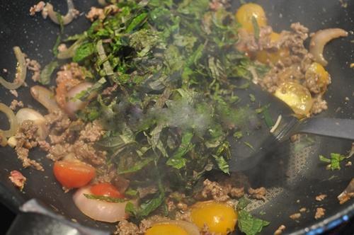 Bò trộn tía tô - món khai vị hoàn hảo