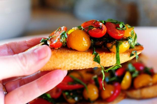Bữa sáng lạ miệng với món Bruschetta cà chua
