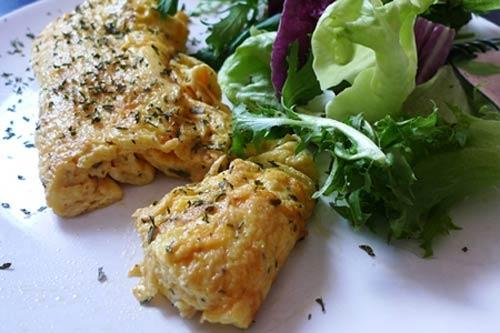 Bữa sáng ngon miệng với trứng cuộn kiểu Pháp