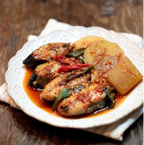 Cá kho củ cải kiểu Hàn cay ngon