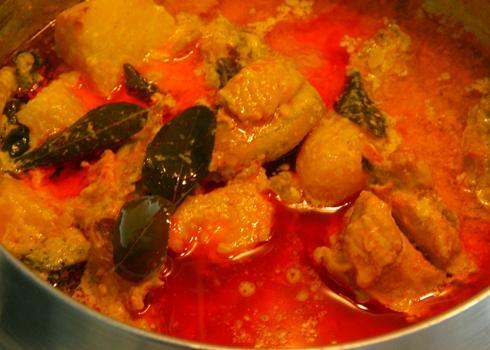 Cà ri gà thơm béo cho ngày cuối tuần