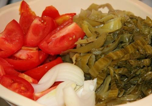 Canh sườn non nấu cải chua