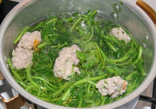 Canh xà lách xoong nấu thịt xay