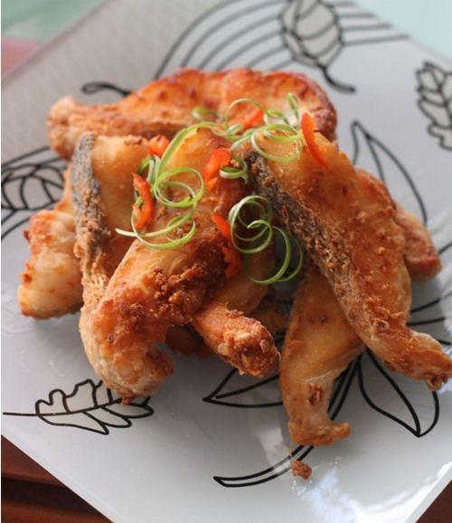 Cay thơm giòn rụm món cá chiên sả ớt