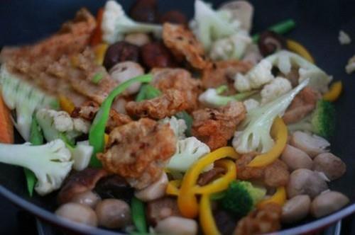 Chả cá xào rau củ ngon bổ rẻ cho bữa tối