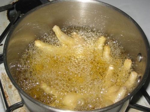 Chân gà om nấm