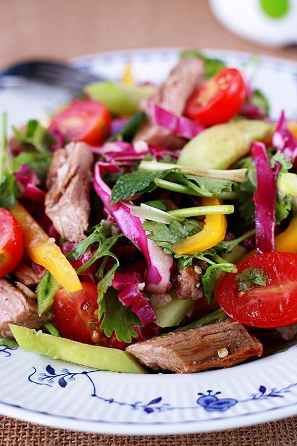 Chua cay món salad bò kiểu Thái