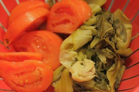 Cơm thố với cá sốt dưa chua
