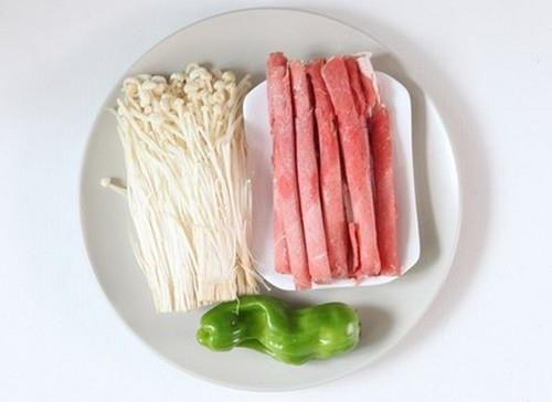Cơm tối ngon với món thịt bò xào nấm kim châm