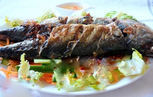 Cuối tuần, đổi món với cá nướng mỡ hành thơm ngon