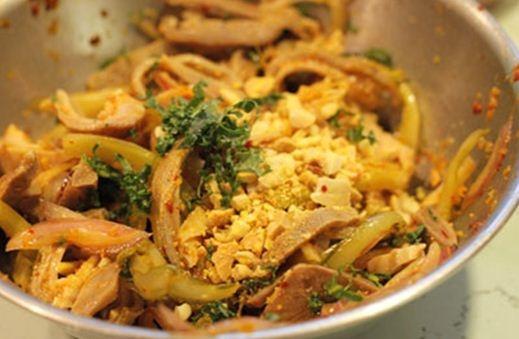 Dạ dày và lưỡi lợn trộn dưa cải chua