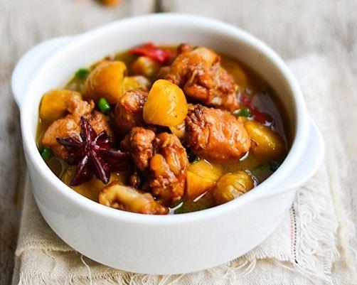 Đậm đà bùi thơm món cánh gà om hạt dẻ