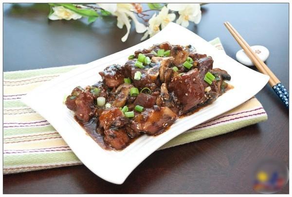 Đậm đà món thịt heo om nấm kiểu Nhật