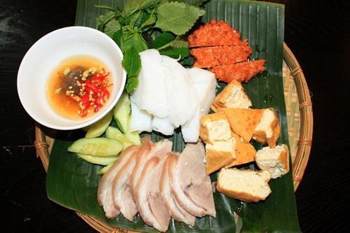 Đi ăn xếp hàng ở Sài Gòn, khổ nhưng vẫn thích