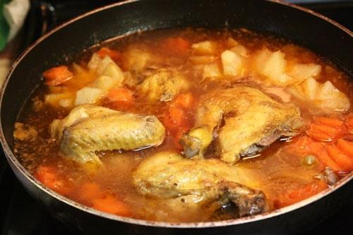 Đổi vị cho cả nhà với gà nấu lagu