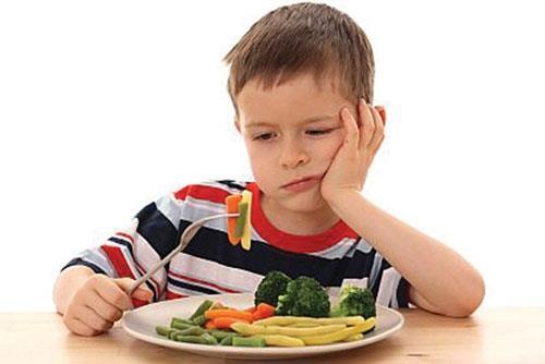 Ép trẻ ăn còn nguy hiểm hơn suy dinh dưỡng?