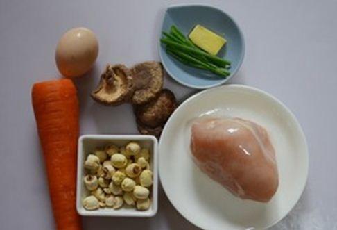 Gà xào hạt sen lạ miệng mà bổ dưỡng