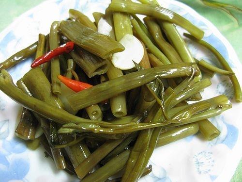 Hết ngán với rau muống muối chua