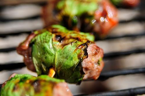 Húng quế cuộn thịt kiểu Thái