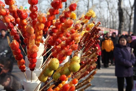 Kẹo hồ lô - món ăn đường phố độc đáo ở Bắc Kinh
