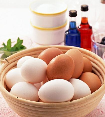 Không nên cất trứng ở cửa tủ lạnh