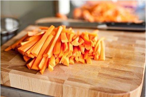 Làm cà rốt muối chua để dành ăn dần