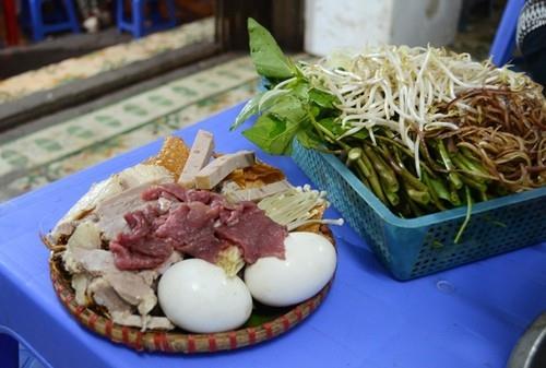 Lẩu mẹt cua đồng dân dã gần ga Hà Nội