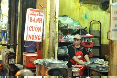 Lên Hàng Bồ thưởng thức món bánh cuốn... thịt gà