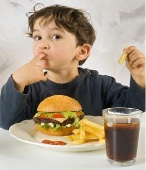 Lựa chọn thức ăn nhanh đảm bảo sức khỏe cho trẻ