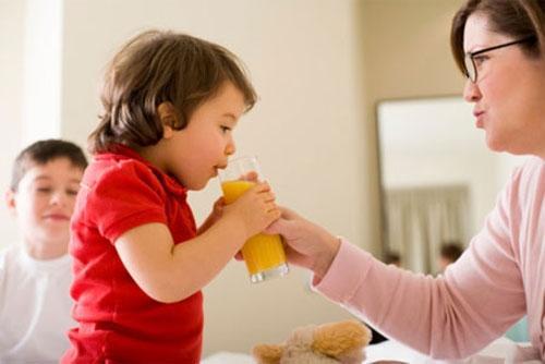 Lưu ý khi cho trẻ dùng nước