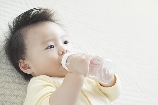 Lưu ý về chế độ nước cho trẻ 1 - 2 tuổi
