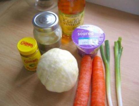 Mát giòn món salad bắp cải cà rốt