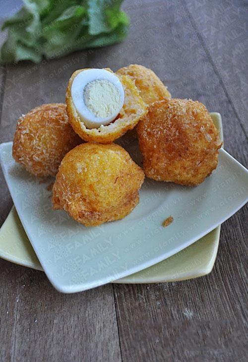 Món ngon cho bé: bí đỏ bọc trứng cút chiên xù