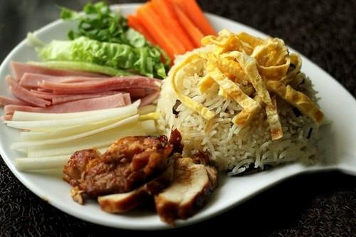 Món ngon cuối tuần: Cơm gà sắc xuân