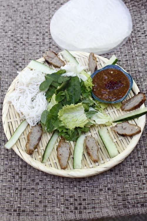 Món ngon cuối tuần: Nem lụi Huế