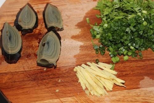 Nấu cháo thịt bằm thơm ngon bằng nồi cơm điện