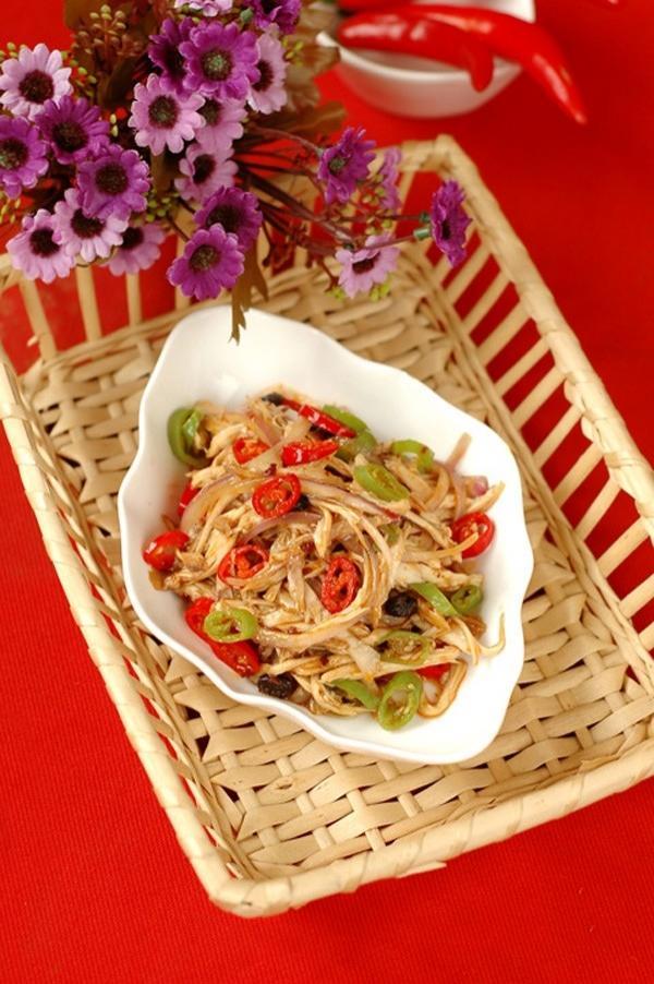 Ngon lạ món salad gà cay