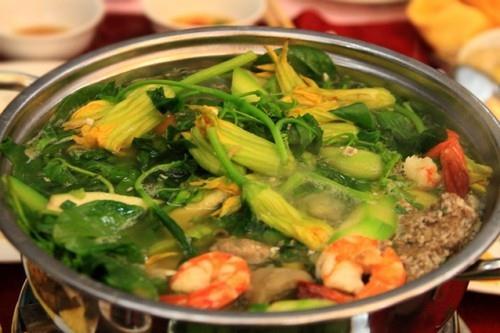 Nhấm nháp các món ngon giữa trời mưa Sài Gòn