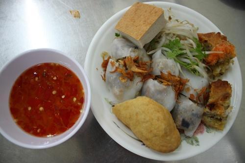 Những hàng bánh cuốn, bánh ướt ngon ở Sài Gòn